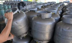 Presidente anuncia que irá zerar impostos em gás de cozinha e diesel