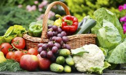 Associação de moradores do Jardim Colmeia se organiza para distribuir frutas e verduras de forma segura
