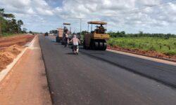 Moradores do Lago Azul comemoram o asfalto, mas sofrem com transtornos da obra