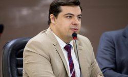 Misael Júnior assume cadeira na Câmara de Vereadores